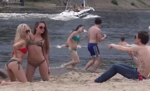ביקיני בחוף (צילום: יוטיוב )