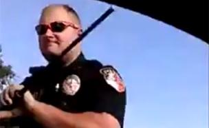 צפו בעימות בין השוטר לנהג