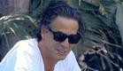 נירו לוי מחוייך בחצר (צילום: מתוך האח הגדול VIP, שידורי קשת)
