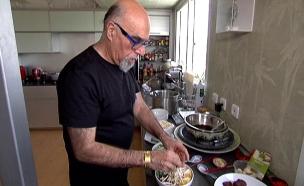 צפו: השף אהרוני חוזר לבשל במסעדה חדשה (צילום: חדשות 2)