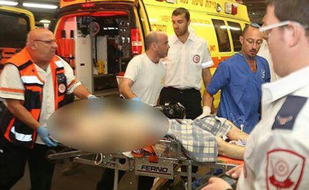 """פצוע מהפיגוע ליד שבות רחל (צילום: דוברות מד""""א)"""