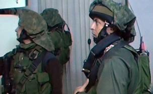 """החשודים נעצרו בסיוע צה""""ל והמשטרה (צילום: חדשות 2)"""
