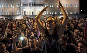 יוון, חגיגת תוצאות משאל העם (צילום: רויטרס)