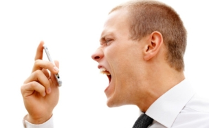 צועק בטלפון (צילום: אימג'בנק / Thinkstock ,Thinkstock)
