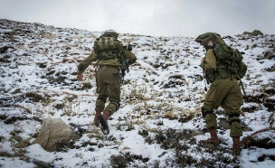 חיילים מחטיבת הצנחנים בשלג הראשון (צילום: חדשות 2)