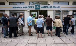 הכסף אוזל בכספומטים (צילום: רויטרס)