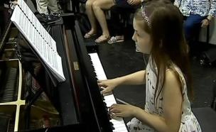 נגנית פסנתר (צילום: חדשות 2)