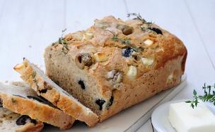 לחם בירה עם זיתים (צילום: שרית נובק ,אוכל טוב)