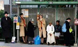 ברחוב וגם באוטובוס. ארכיון (צילום: רויטרס)