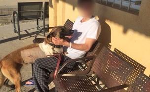 """הכלבה קימבה וסמל בן, לאחר הפציעה (צילום: דובר צה""""ל)"""