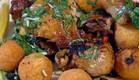 מתכון תבשיל שוקי עוף בשום ועגבניות עם כדורי בירה