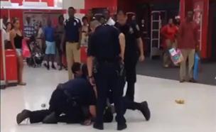 צפו: המעצר האלים והמוגזם של משטרת ניו יורק