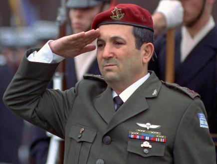 אהוד ברק מעוטר (צילום: צבא ארצות הברית)