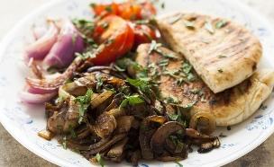 שווארמה פטריות (צילום: אפיק גבאי ,אוכל עם ברק)