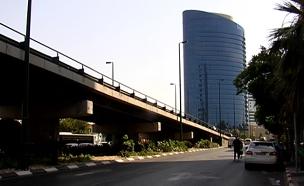 ניצב על זמן שאול. גשר מעריב (צילום: חדשות 2)