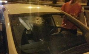 זירת הפיגוע בכביש המנהרות, אמש (צילום: בנצי ליזרוביץ)