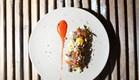 טרטר בקר עם קרם פלפלים ופופקורן קינואה (צילום: דניאל בר און ,דניאל בר און)