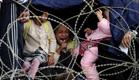 הפליטים מתארים את מסע הייסורים בדרך לאירופה (צילום: רויטרס)
