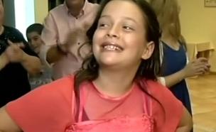 בזכות הפייסבוק: בת מצווה מרגשת (צילום: חדשות 2)