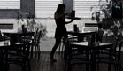 אילוסטרציה מלצרית מגישה בית קפה (צילום: חדשות 2)