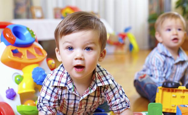 תינוק עם צעצועים (צילום: ThinkStock)