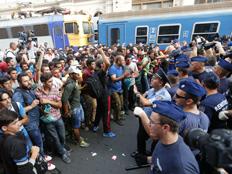 הפליטים נותרו חסרי אונים (צילום: רויטרס)