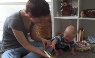 תינוק בוכה כשהסיפור נגמר (צילום: יוטיוב  ,יוטיוב)