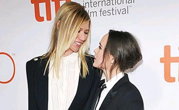 בת ובת מתנשקות סקס בטלפון