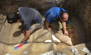 חיפוש עתיקות (צילום: חדשות 2)