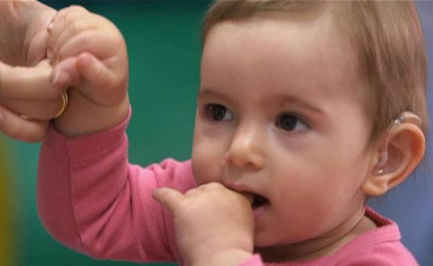 לשמוע בפעם הראשונה: יולי התינוקת (צילום: מתוך לשמוע בפעם הראשונה ,דוקו קשת)