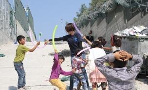 צפו בתיעוד מהאי שהפך למקלט לפליטים (צילום: שי זבדי, ajc)