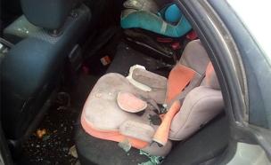 מכונית שנפגעה מאבנים הבוקר בגוש עציון (צילום: בטחון תקוע)