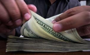 כותרות העבר: הדולר מזנזק לשיא (צילום: רויטרס)