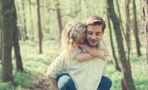 זוג מאוהב רומנטיקה זולה (אילוסטרציה: shutterstock ,מעריב לנוער)