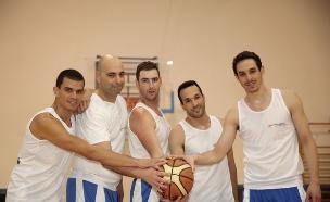 קבוצת כדורסל גאה (צילום: מאיר ארזי)