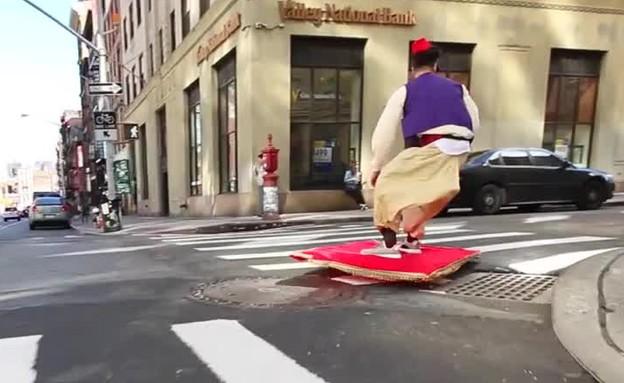אלאדין ברחובות ניו יורק (צילום: יוטיוב  ,יוטיוב)