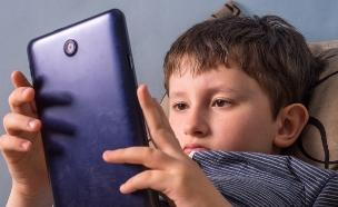 ילד ואייפד (צילום: אימג'בנק / Thinkstock)