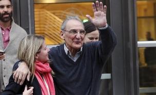 אסארו בצאתו מבית המשפט אתמול (צילום: רויטרס)