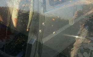 """הרכב שנפגע מהירי (צילום: הצלה יו""""ש)"""