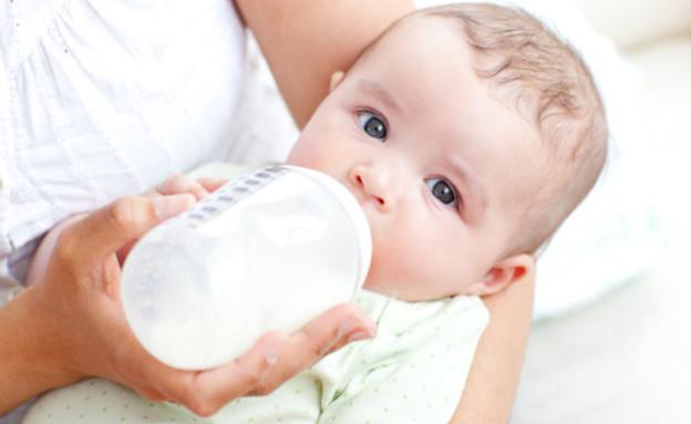 תינוק מתוק אוכל מבקבוק (צילום: אימג'בנק / Thinkstock)