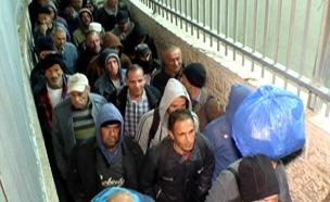 תיעוד לילי: בדרך לעבודה בישראל (צילום: חדשות 2)