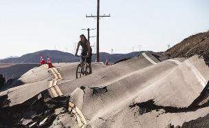 רעידת אדמה בכביש (צילום: Ted Soqui)
