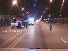 תיעוד: שוטר יורה 16 פעמים בנער (צילום: יוטיוב)