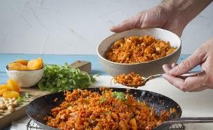 תבשיל קוסקוס ועוף (צילום: אנטולי מיכאלו ,אוכל טוב)