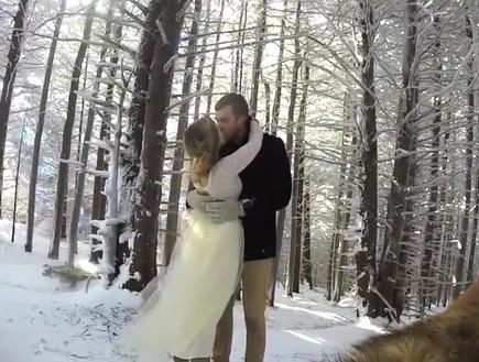כלב מצלם חתונה (צילום: יוטיוב  ,יוטיוב)