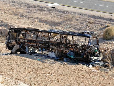 אוטובוס שרוף בכביש 12