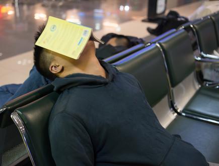 איש ישן בשדה התעופה (צילום: אימג'בנק / Thinkstock ,Thinkstock)