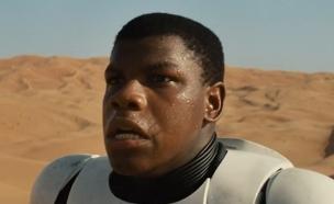 """ג'ון בויגה """"מלחמת הכוכבים: הכוח מתעורר""""(צילום מסך)"""