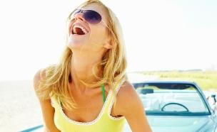 אישה צוחקת (צילום: istockphoto ,istockphoto)
