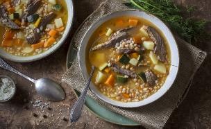 מרק ירקות ובשר (צילום: אנטולי מיכאלו ,אוכל טוב)